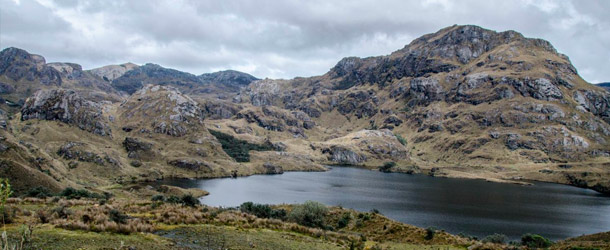 Students explore the Cajas National Park on a weekend excursion with Yanapuma