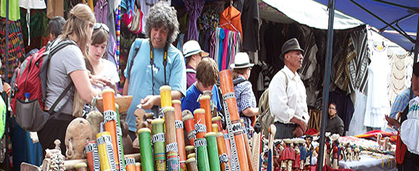 A weekend excursion to the famous Otavalo market for Spanish students in Ecuador