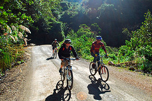a unique cycling and service learning experience in Ecuador